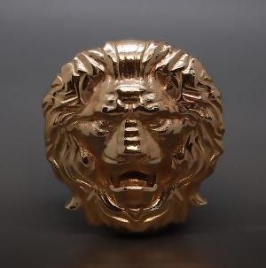 Пряжка Лев